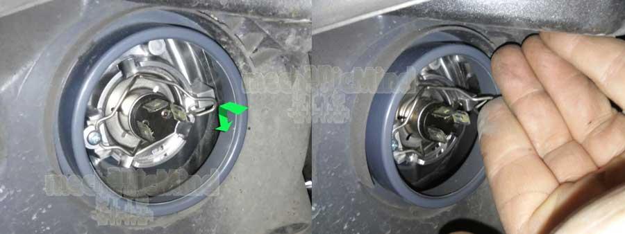 Figura 3: Sganciamo la molla spingendola prima verso l'interno e poi verso il basso, come indicato dalla freccia verde.