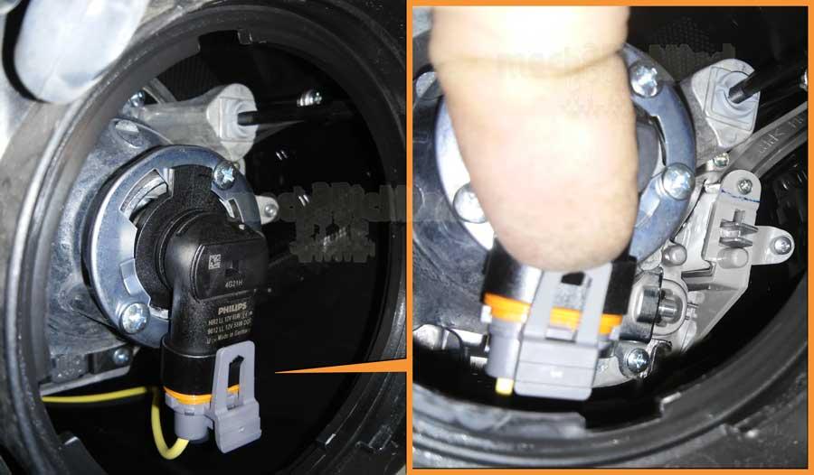Figura 2: Sganciamo il connettore elettrico facendo perno come indicato